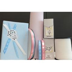 cadeaupakke-baby-blauw-roze-0118486.png